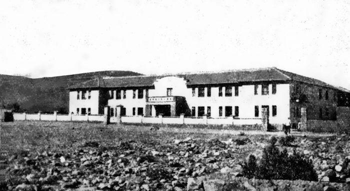 Vista de la fachada de la emblemática escuela de Warisata, Achacachi (Pagina Siete).